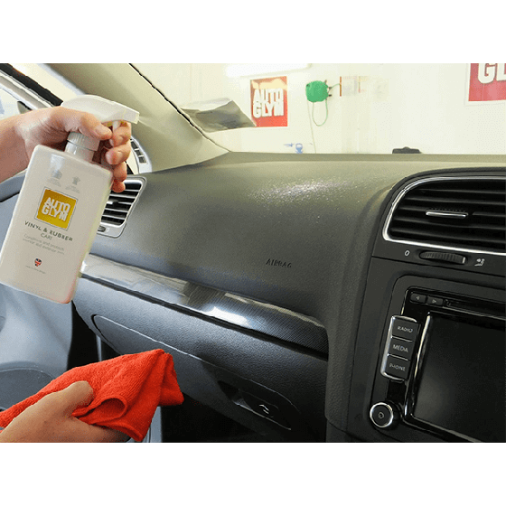 Detailing car interior with Autoglym Vinyl and Rubber Care